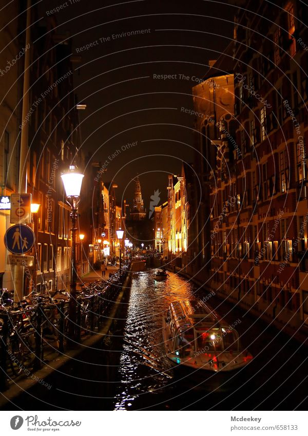 """Ein """"roter"""" Start in den Abend weiß rot Haus schwarz gelb Fenster Wand Mauer Wasserfahrzeug braun Fassade orange Fahrrad Europa Brücke historisch"""