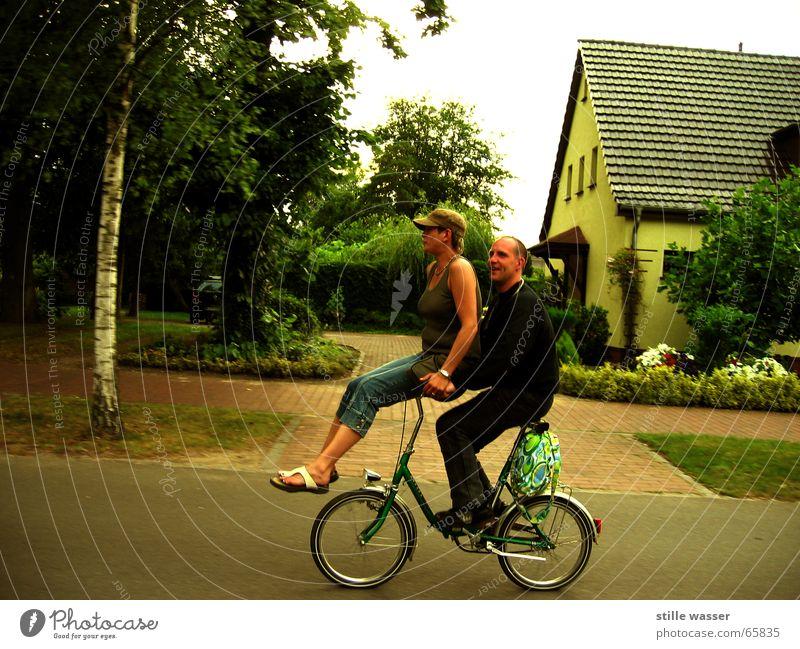 ZWEIRAD Frau Mensch Mann Freude Straße Fahrrad Klapprad