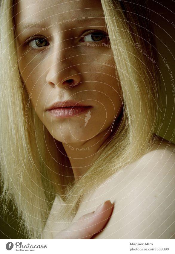 Don't look back in anger. Mensch Frau Jugendliche schön Junge Frau ruhig 18-30 Jahre Gesicht Erwachsene Auge feminin Haare & Frisuren Kopf blond Haut Arme