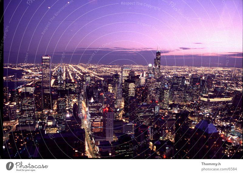 Chicago am Abend Dämmerung Stadt Nordamerika Licht Staßen Skyline