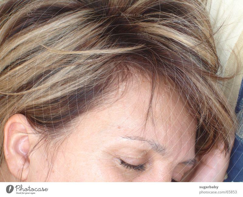 ...träum süss... Frau Mensch Gesicht Auge Kopf Haare & Frisuren träumen braun Zufriedenheit blond schlafen Ohr Liege tief Wimpern Augenbraue