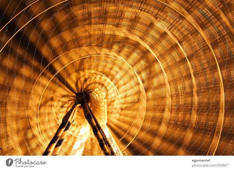 Die Quadratur des Kreises Jahrmarkt Riesenrad rund Licht Nacht Langzeitbelichtung