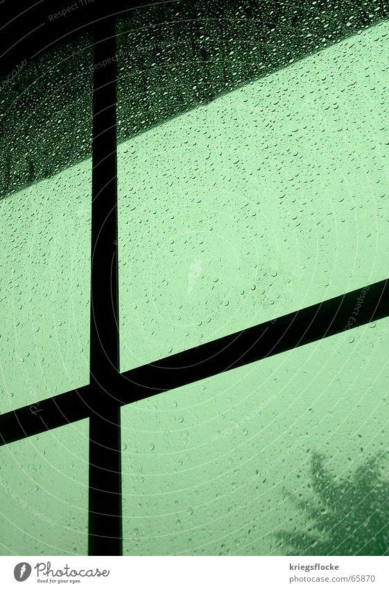 stromausfall 2 Wasser grün blau dunkel Fenster grau Regen Stimmung Glas Wassertropfen Rücken Gewitter Unwetter Stromausfall