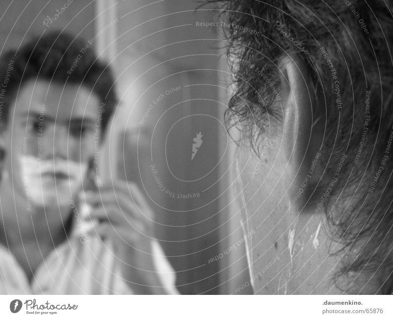 P. Spiegel Mann Rasieren Bart Hemd Hand Finger Haare & Frisuren Gesicht Auge Wasser Glas Rasierer
