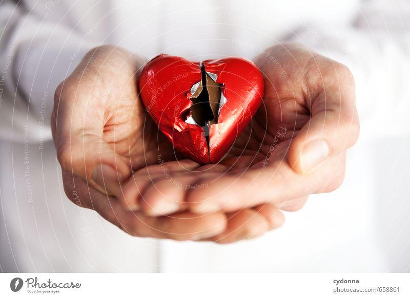 Kaputtgeliebt Gesundheit Mensch Mann Erwachsene Hand 18-30 Jahre Jugendliche Herz Stress Partnerschaft Einsamkeit Gefühle Gesundheitswesen Krise Leben Liebe
