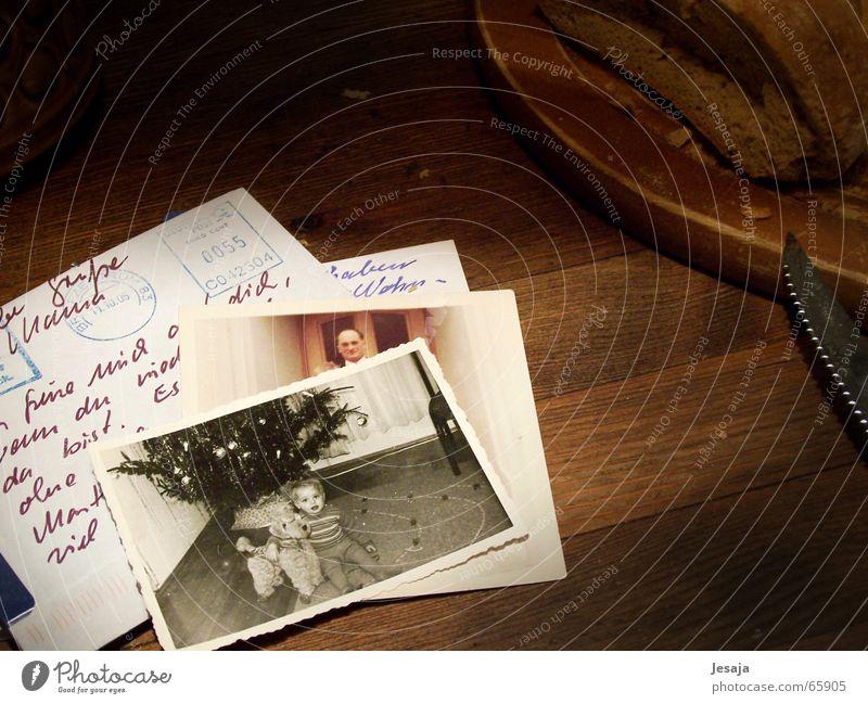 Rückblick Ernährung Tisch Kind Holz alt träumen Nostalgie Vergangenheit Fotografie Erinnerung Brief Handschrift altes foto Postkarte Schwarzweißfoto