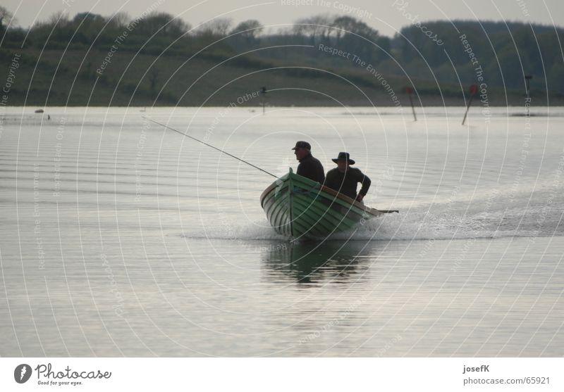 Fischerboot auf dem Shannon River in Irland Motorboot Angler See Fluss Republik Irland Wasser