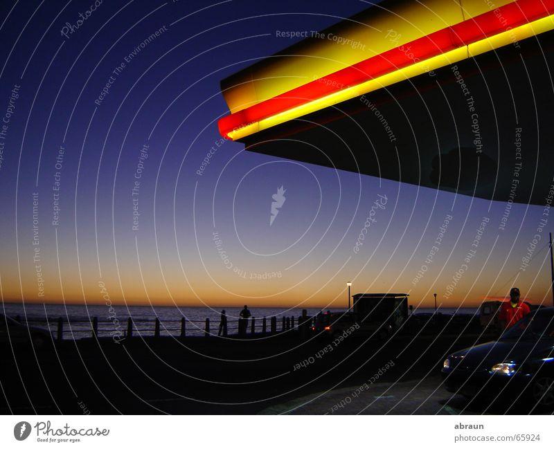 tankstelle mit meerblick Himmel Meer rot gelb Horizont Kitsch Tankstelle Südafrika Kapstadt