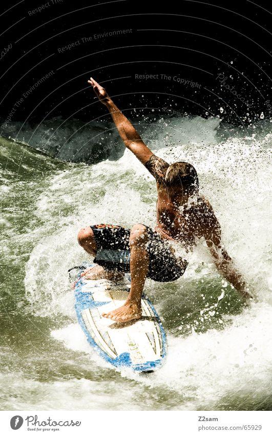 Citysurfer I Surfer Wassersport Winter kalt Anzug Neopren Surfen Wellen Stil München Zufriedenheit nass Sport grün Mann lässig Körperhaltung spritzen
