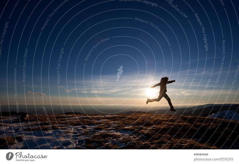 Wetter | Zum Wegrennen Mensch Himmel Natur Ferien & Urlaub & Reisen Mann Landschaft Freude Ferne Winter Erwachsene Berge u. Gebirge Stil Freiheit springen
