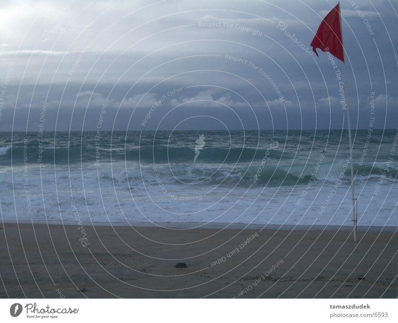 Gefährliche Brandung Strand Meer Wellen Sport Rote Flage Wasser Sand