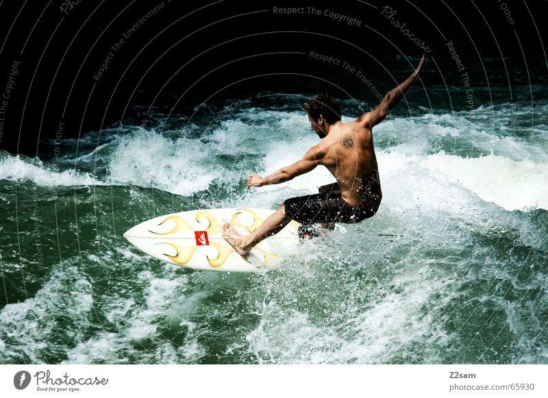 Citysurfer II Mensch Mann Wasser grün Winter Sport kalt Stil Zufriedenheit Wellen Wassertropfen nass modern Elektrizität Coolness Körperhaltung