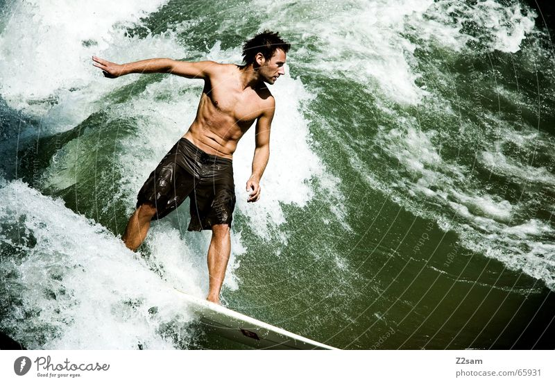 Citysurfer III Mensch Mann grün Wasser Stil Sport Zufriedenheit modern Wellen Wassertropfen nass Coolness Bayern Körperhaltung sportlich München