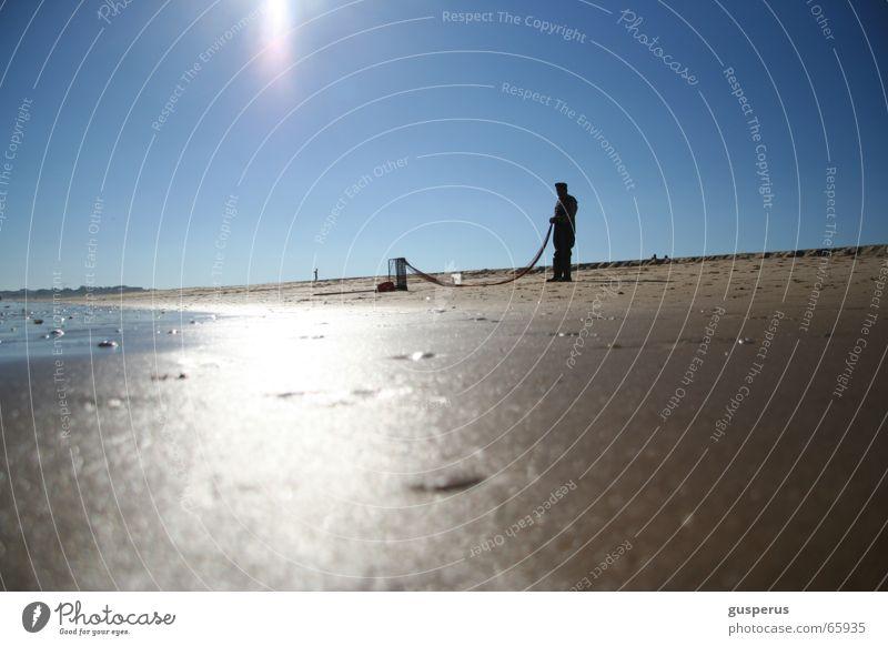 fischers Fritze fischt... Wasser Ferien & Urlaub & Reisen Meer Sommer Strand ruhig Sand Wellen Netz Spuren fangen Erfrischung Angeln Brandung Fischer Flut
