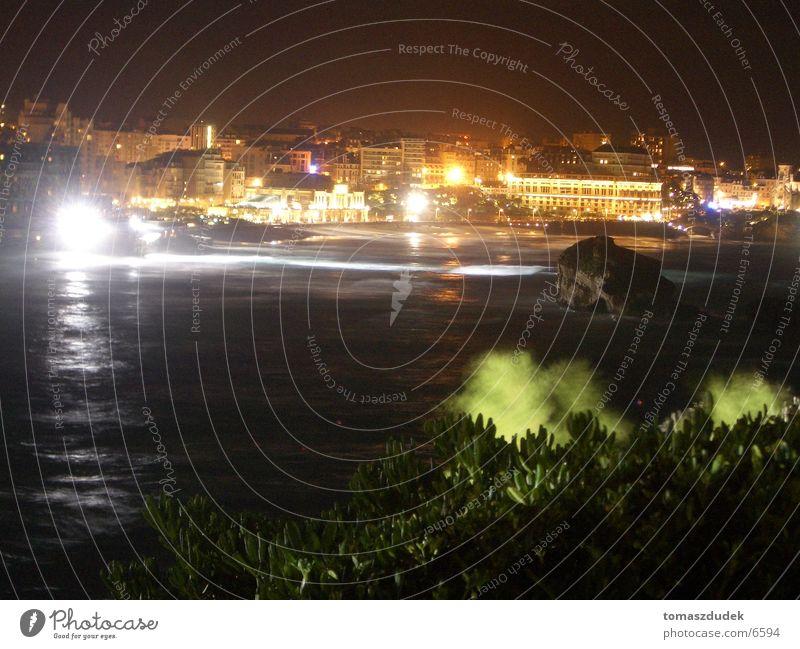 Biarritz bei Nacht Meer Stadt Frankreich Europa Licht