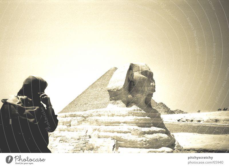 Die Rückkehr des Pharao Mensch Sommer schwarz gelb Gebäude Sand Baustelle Afrika Wüste heiß Bauwerk historisch König antik unheimlich Ägypten