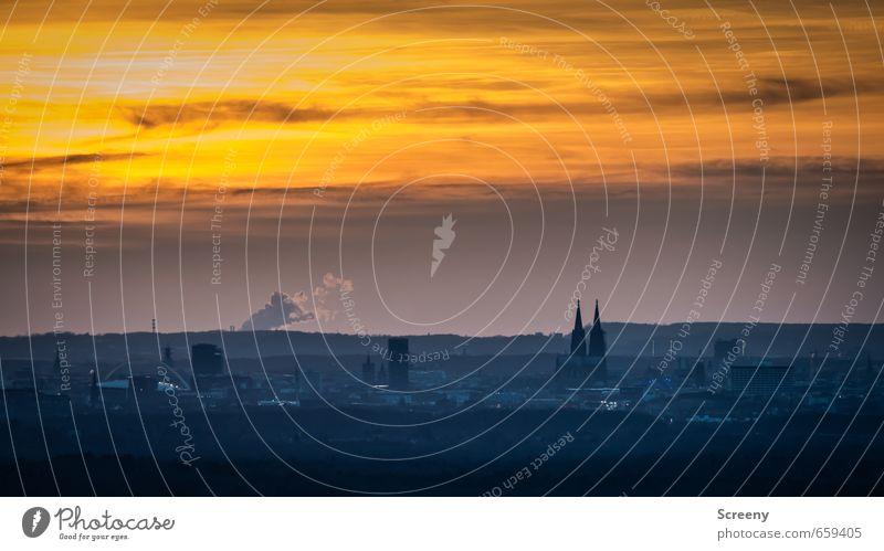 Aus der Ferne... Himmel Stadt Wolken Ferne Horizont Deutschland orange Stadtleben Europa Aussicht Skyline Köln Dom Urbanisierung