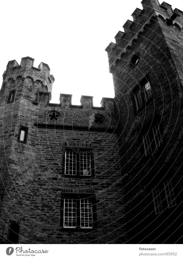 alte Burg in Stolzenfels Mauer Turm Gemäuer Zinnen