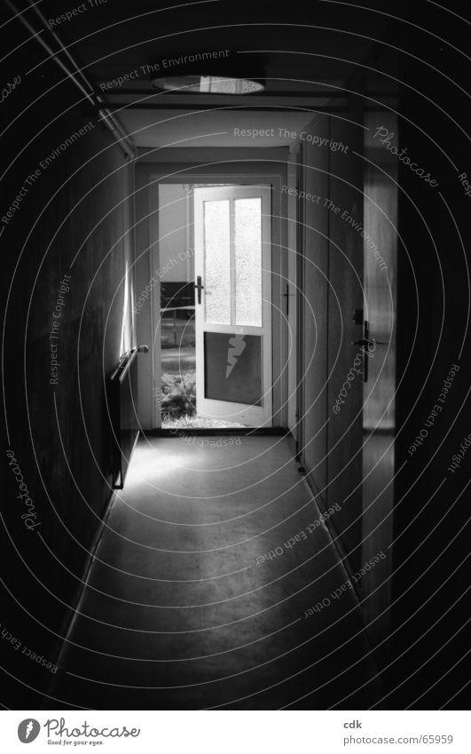 Ich warte draussen! Sonne Ferien & Urlaub & Reisen Haus dunkel Wand Gefühle Holz hell Raum Angst Wohnung gehen Tür leer offen einfach