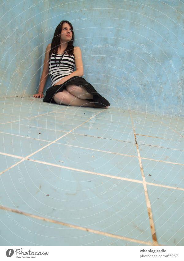 feeling fine. blau Beine dreckig Ecke Schwimmbad Bodenbelag