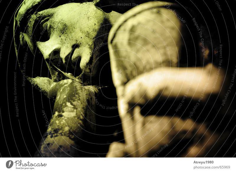 ....auszeit II alt warten Zeit Trauer Statue Ewigkeit Friedhof Uhr Sanduhr