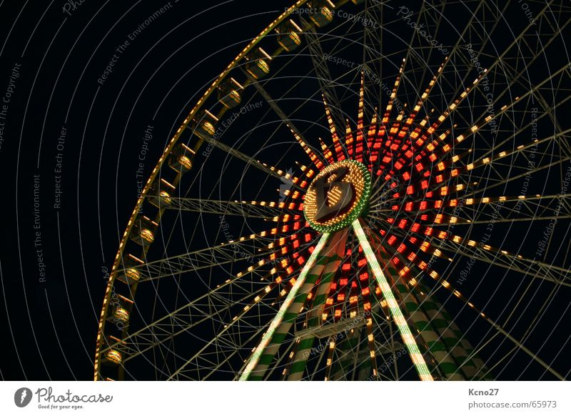 Hoch hinaus Riesenrad Jahrmarkt rund Nacht Freude Licht Niveau