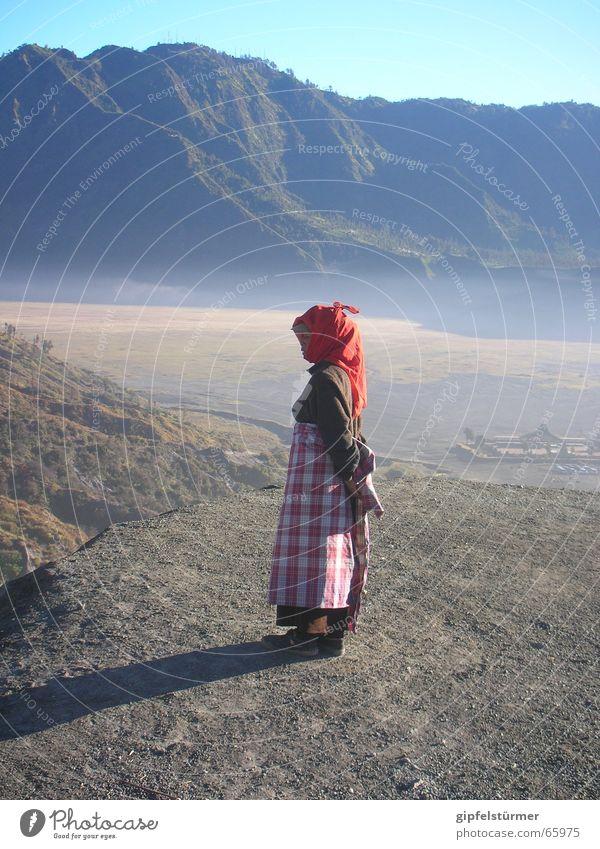 Wasserverkäuferin Frau Wasser Berge u. Gebirge Wüste Durst Vulkan Indonesien Java