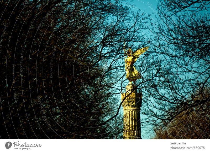 Siegessäule hinter Bäumen Himmel Sommer Baum Frühling Berlin Park gold Gold Ast Engel Wolkenloser Himmel Zweig verstecken Denkmal Wahrzeichen Sehenswürdigkeit