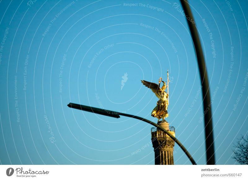 Siegessäule Himmel Sommer Frühling Berlin gold Gold Straßenbeleuchtung Laterne Engel Wolkenloser Himmel Denkmal Wahrzeichen Sehenswürdigkeit Hauptstadt