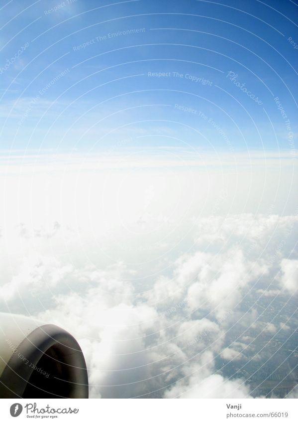 X35184 Himmel blau Ferien & Urlaub & Reisen Wolken Luft Flugzeug Ausflug Luftverkehr Aussicht Sehnsucht Flughafen Fernweh unterwegs Heimweh Fensterblick Fensterplatz