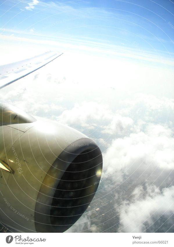 X35184 (2) Himmel blau Ferien & Urlaub & Reisen Wolken Luft Flugzeug Ausflug Luftverkehr Aussicht Sehnsucht Flughafen Fernweh unterwegs Heimweh Fensterblick
