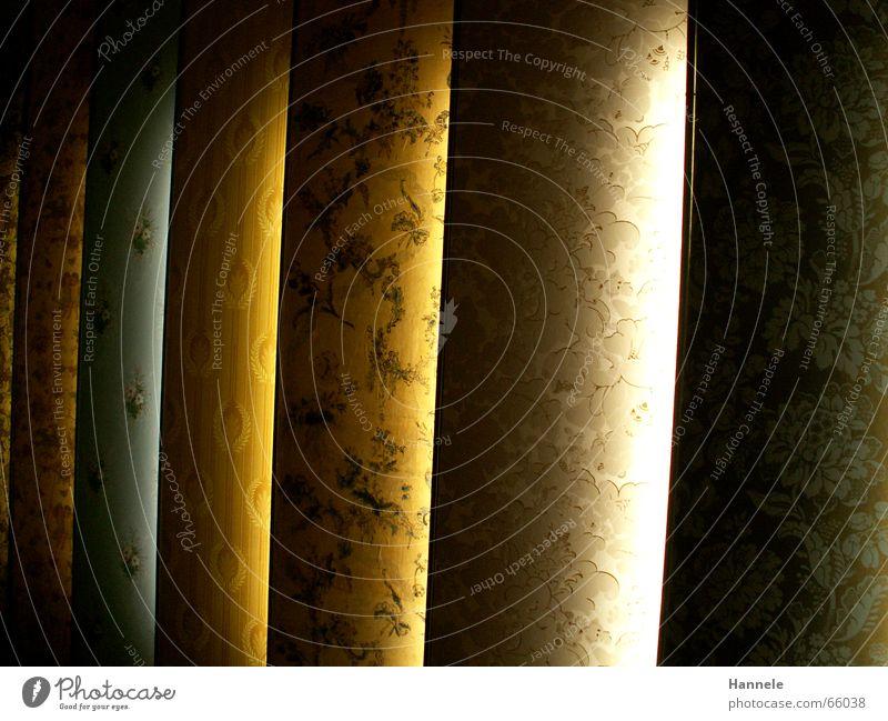 Tapetenstreifen Schnörkel Wand reich Ausstellung Muster Streifen old-school Gast alt altmodisch Beleuchtung rauhphaser wohnnung modern Kassel Museum