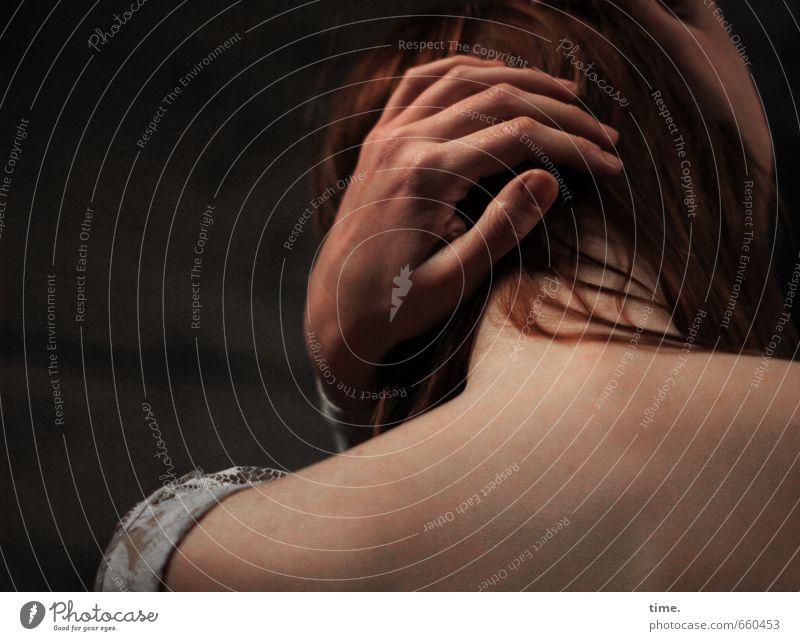STUDIO TOUR | . Mensch Einsamkeit Hand feminin Haare & Frisuren Angst Rücken Finger Schutz Sicherheit Müdigkeit Schmerz Irritation Verzweiflung Schulter Scham