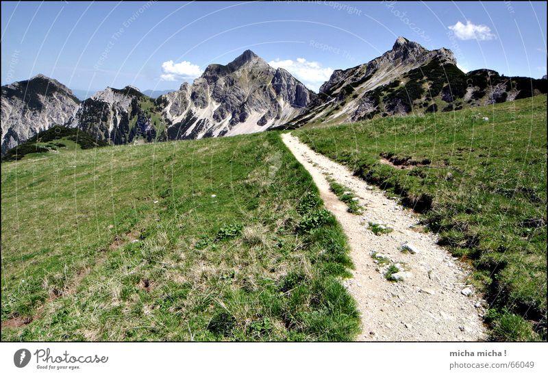 it's a long long way ... Gipfel grün wandern Freizeit & Hobby Erholung ruhig Wolken Einsamkeit Wege & Pfade Berge u. Gebirge blau Verkehrswege