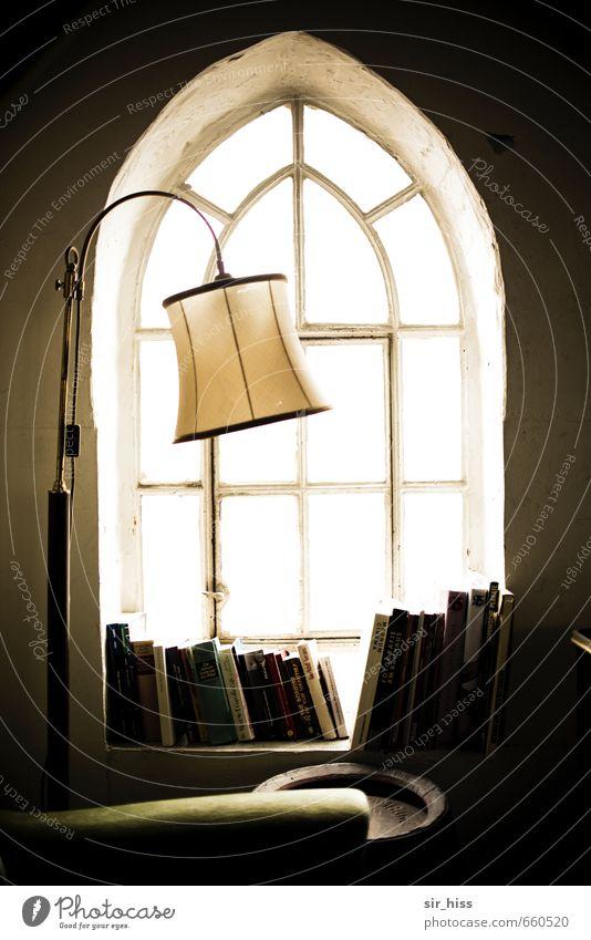 STUDIO TOUR | Im Turmzimmer grün Fenster Innenarchitektur Stil Lampe braun träumen Raum gold Häusliches Leben leuchten sitzen ästhetisch Buch lernen lesen