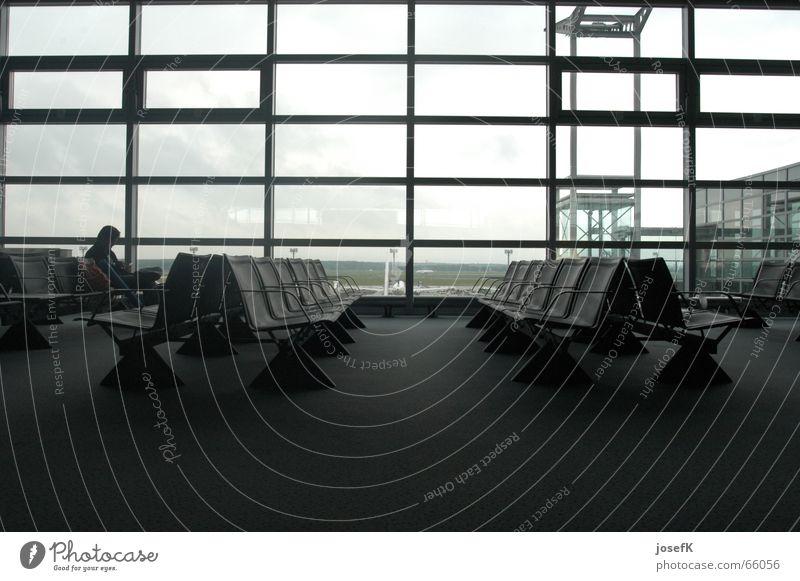 Leere Sitze in der Wartehalle am Frankfurter Flughafen Ferien & Urlaub & Reisen warten Pause Flughafen Sitzgelegenheit Sessel Abheben Abflughalle