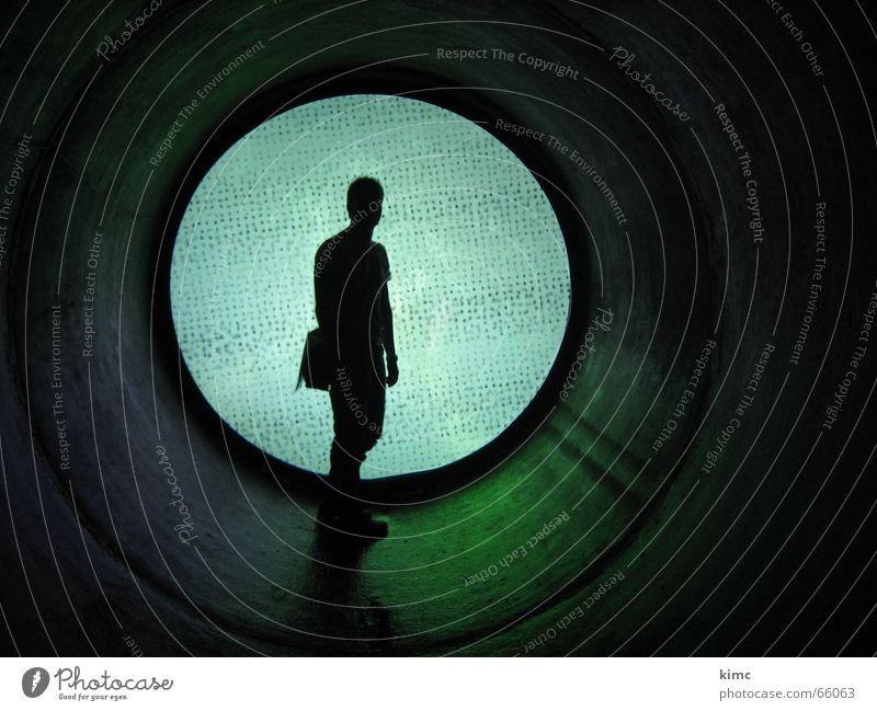 lars Wand Tunnel Sehnsucht Trauer dunkel planen Mann maskulin Licht Lampe Lichtblick Mensch Ende Röhren