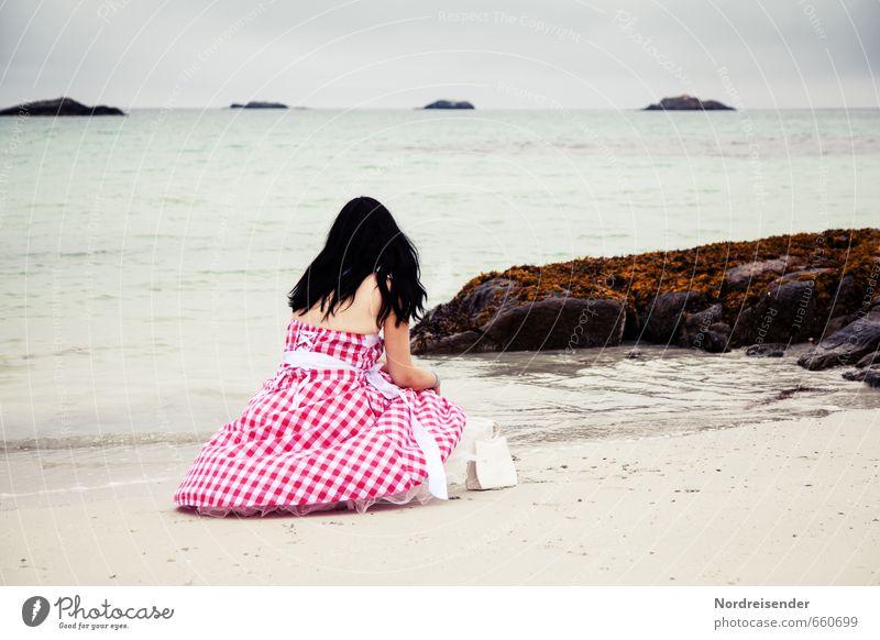 Meeresrauschen Mensch Frau Ferien & Urlaub & Reisen Wasser Einsamkeit Erholung ruhig Strand Erwachsene feminin Küste Mode Horizont Insel ästhetisch