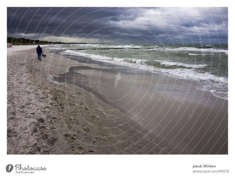 Sturm Wasser Himmel weiß Strand ruhig Wolken Einsamkeit Ferne dunkel Wellen leer bedrohlich Wildtier Digitalfotografie Gischt