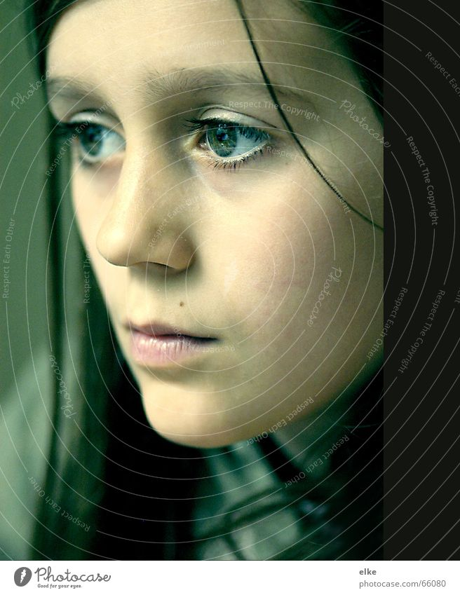 gedanken über Gedanke Frau Mädchen Sehnsucht Porträt Denken Kind Jugendliche Blick Gesicht Auge Nase Mund nachdenken an etwas denken sehen nach