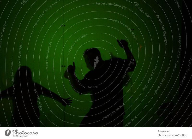 Schattenspiel Mensch Mann grün dunkel Wand lustig Projektionsleinwand Geschwindigkeitsüberwachung