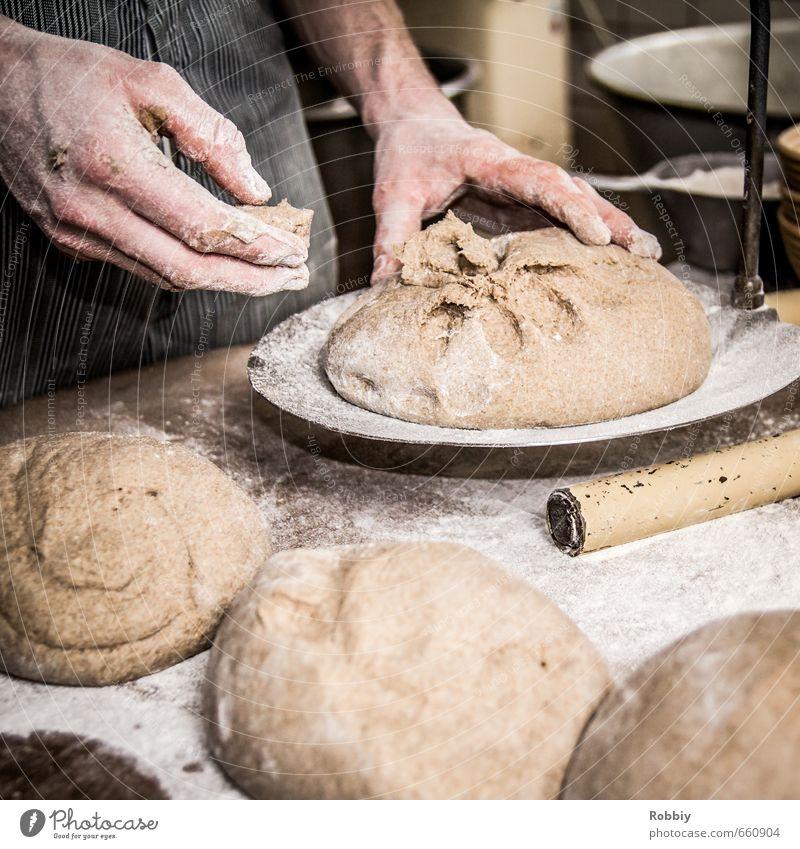 Leichte Kost Lebensmittel Teigwaren Backwaren Brot Mehl Bäcker Bäckerei Handarbeit Handwerk Waage authentisch Gesundheit braun Ernährung wiegen Gedeckte Farben