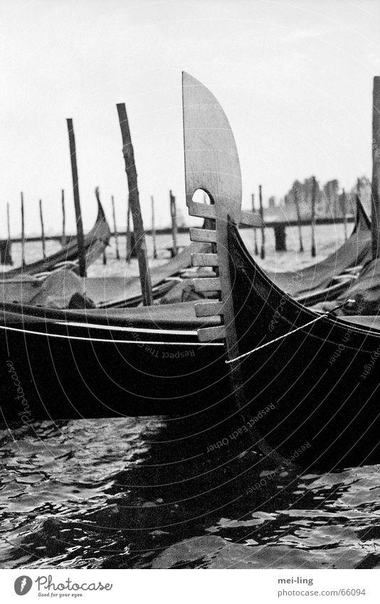 Es war einmal Wasser Ferien & Urlaub & Reisen Wasserfahrzeug Italien Venedig Bildausschnitt Anschnitt Gondel (Boot)