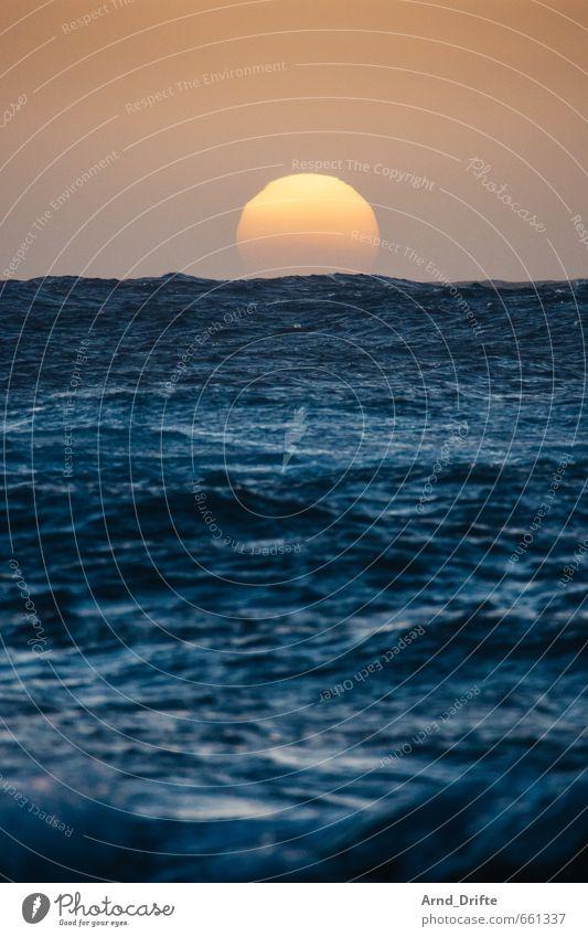 Der Untergang Himmel Natur Ferien & Urlaub & Reisen blau Wasser Sommer Sonne Meer Ferne Strand Küste Freiheit Horizont orange Wellen frei