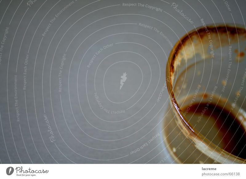 abe fertig kalt springen Wärme dreckig Glas leer Kaffee trinken Boden Physik Tee Erfrischung Schaum Rest Durst Espresso