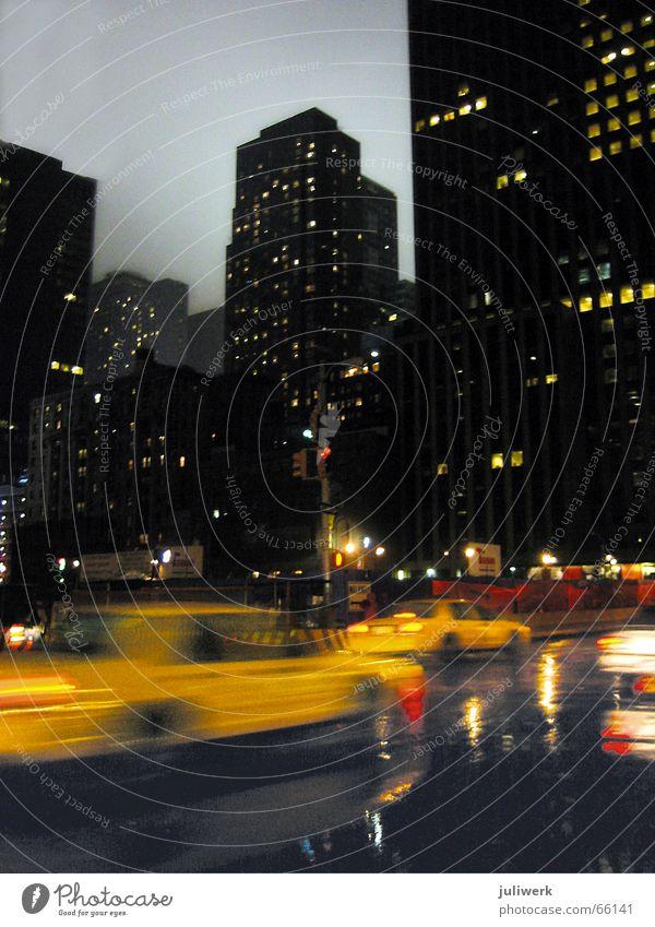 ny taxi Taxi Manhattan New York City New York State Nacht Hochhaus Abenddämmerung nass Scheinwerfer Geschwindigkeit gelb Stadt Nachthimmel madison square Regen