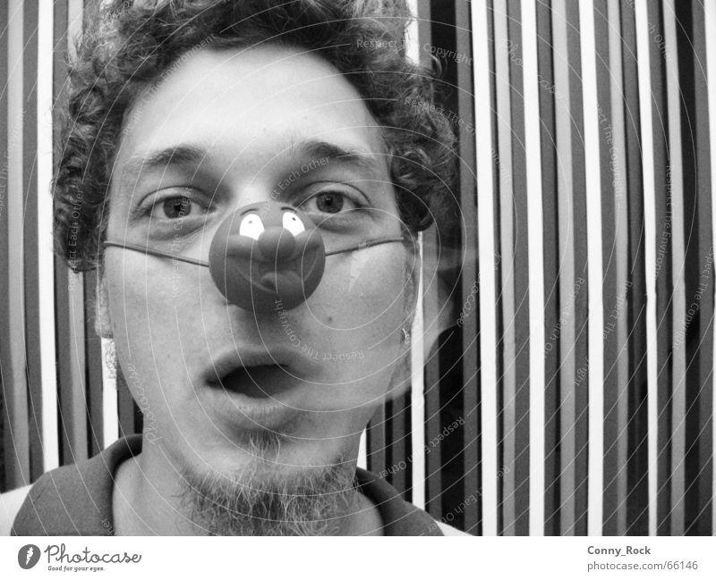 Smoking clown without a crown Mensch Mann blau Freude lachen Traurigkeit lustig Nebel Nase Trauer Rauchen Streifen Bart Zigarette Locken