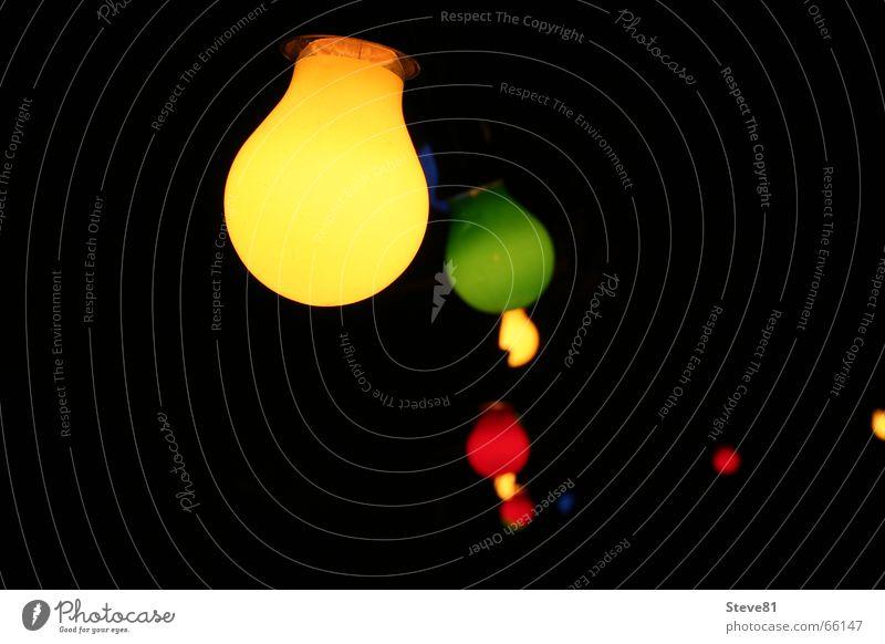 Zusammenhalt grün Sommer rot dunkel schwarz gelb Party hell Technik & Technologie Hoffnung Punkt Glühbirne Draht Lichtpunkt Nacht Außenleuchte