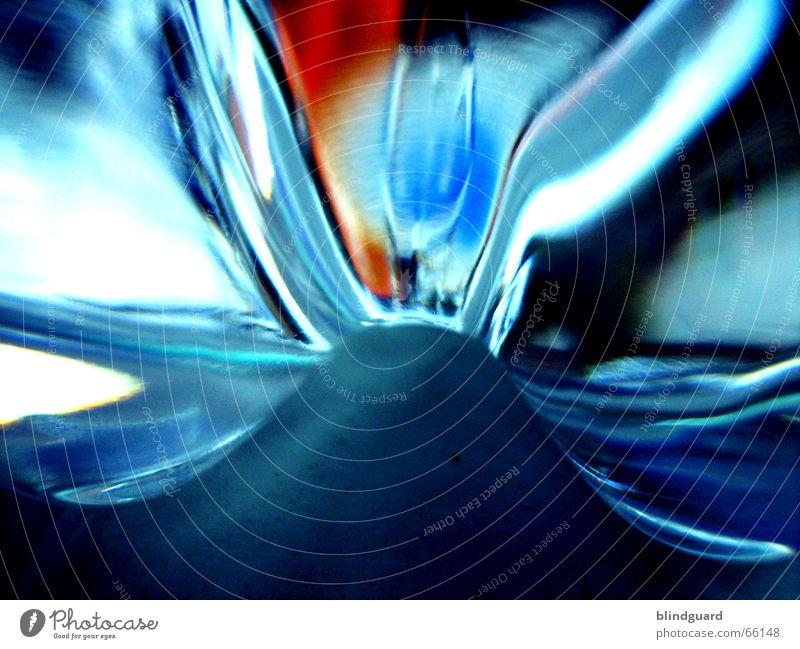 Abstract Lichtbrechung abstrakt Mineralwasser Wasserflasche Getränk rot zyan weiß Pfandflasche Erfrischung Lebensmittel trinken Physik kalt Kühlung bottle