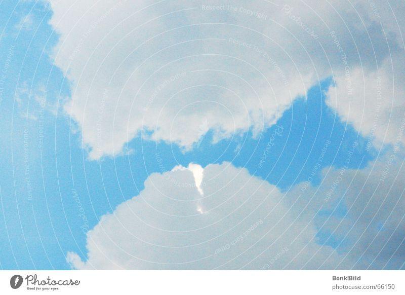 Vor der Flut Himmel blau weiß Sommer Wolken Erholung Elektrizität heiß Küssen Gewitter begegnen Anspannung